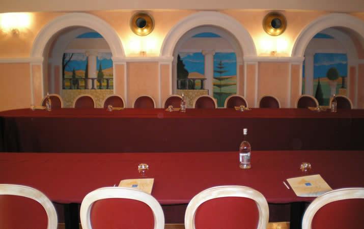 Sala congressi con disposizione ferro di cavallo