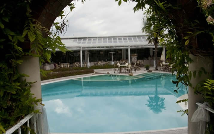 Piscina con idromassaggio grand hotel osman - Hotel mioni pezzato ingresso piscina ...